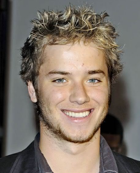 Jeremy Sumpter short textured wavy hairstyle Pics